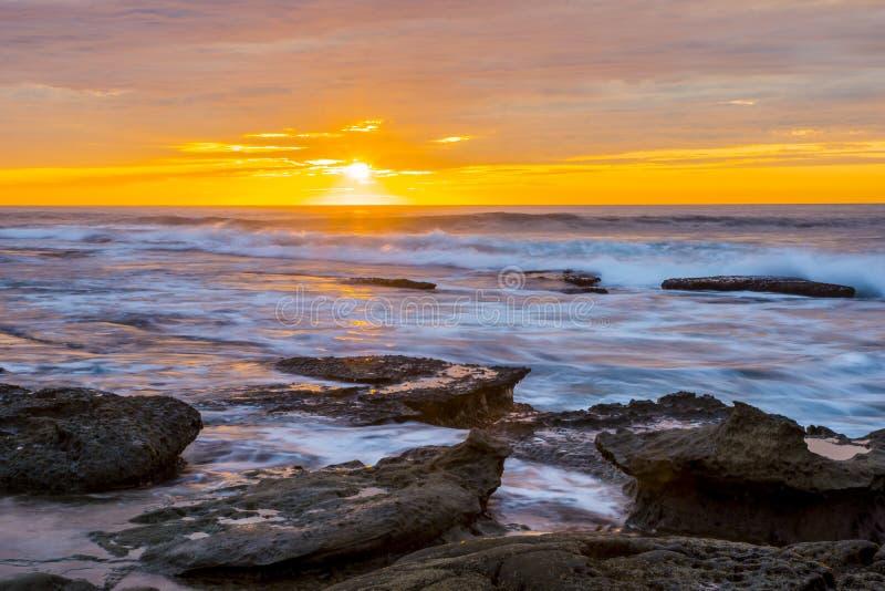 Céu alaranjado do por do sol de La Jolla foto de stock royalty free