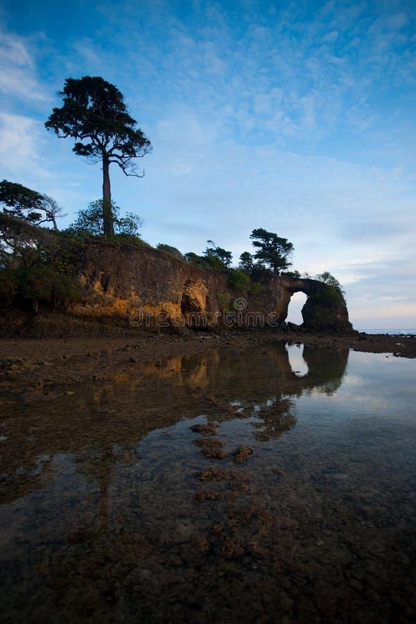 Céu & ponte natural refletida fotografia de stock
