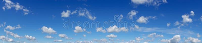 Céu azul bonito Panorama fotografia de stock