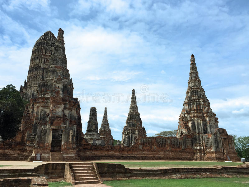 Céu azul claro em Wat Chai Wattana Ram foto de stock royalty free