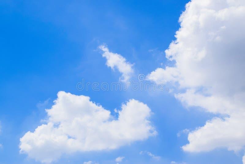 Céu azul com fundo 180930 0059 das nuvens fotografia de stock