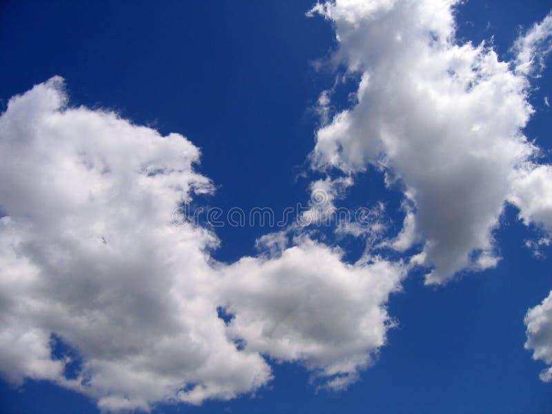 Céu azul com nuvens fotos de stock