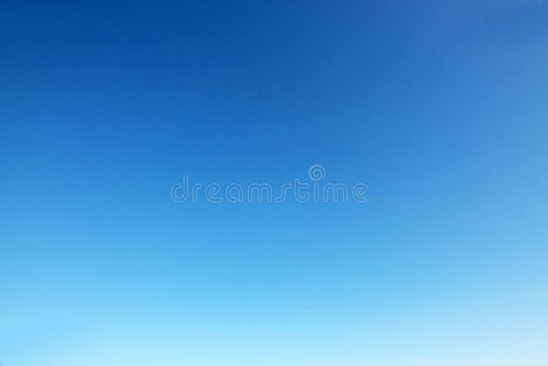 Céu azul desobstruído foto de stock royalty free