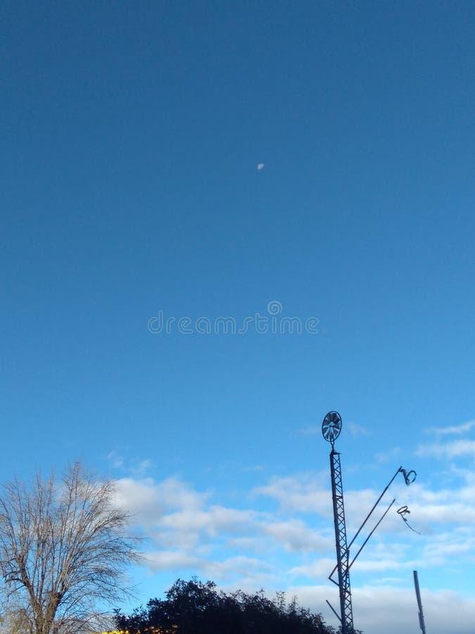 Céu azul do moinho de vento imagem de stock royalty free
