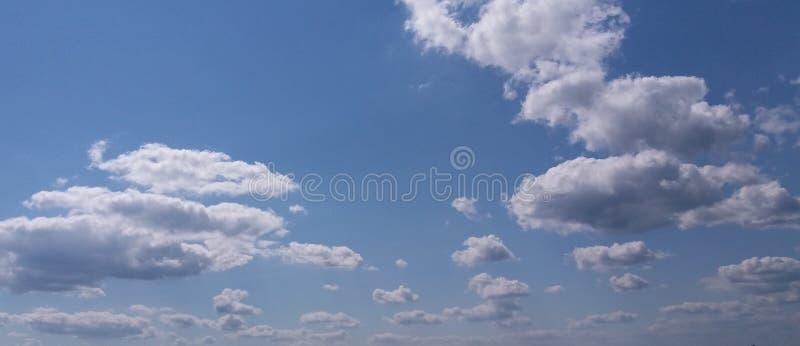 Céu azul do verão fotografia de stock royalty free