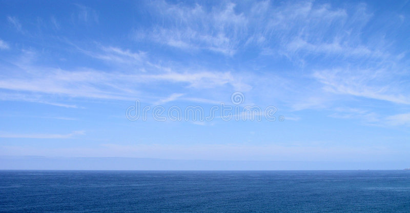 Céu azul e mar foto de stock royalty free