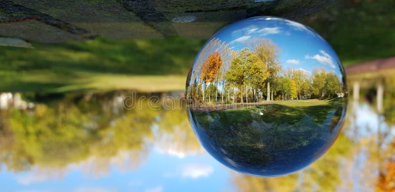 Céu azul Europa do outono fotografia de stock