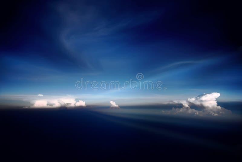Céu azul largo