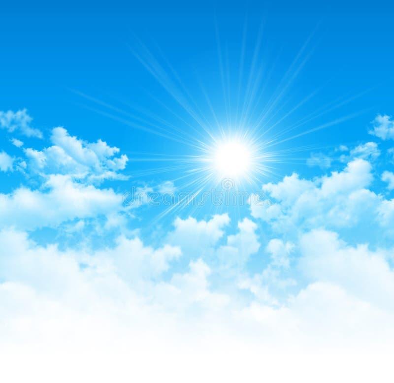 Céu azul, sol brilhante e nuvens brancas imagem de stock