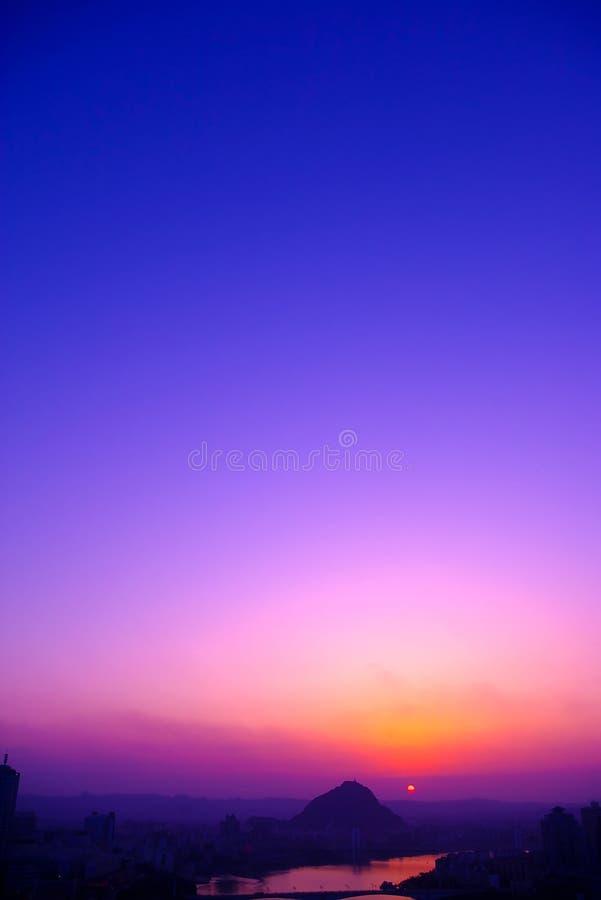 Download Céu bonito imagem de stock. Imagem de céu, montanha, sunset - 10055681