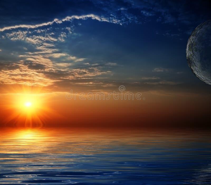 Céu bonito com feixes solares na reflexão. foto de stock royalty free