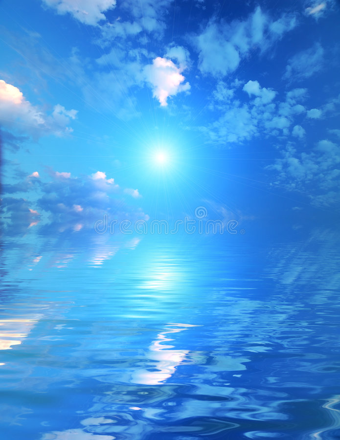 Céu bonito com feixes solares na reflexão. fotos de stock royalty free