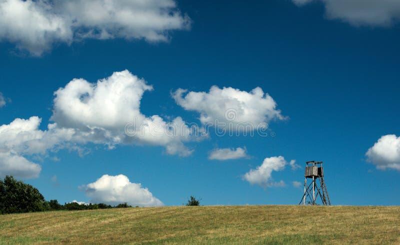 Céu bonito do verão em Hungria, com nuvens fotografia de stock