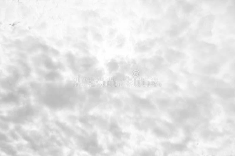 Céu cinzento da previsão de tempo do céu nebuloso com nuvens Parece está indo ser dia chuvoso Textura do fundo do céu nebuloso imagem de stock royalty free