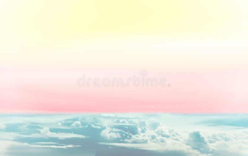 Céu colorido bonito do arco-íris com multi cor foto de stock royalty free