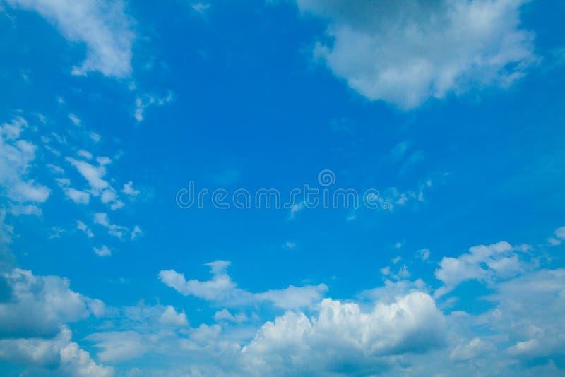 Download Céu com nuvens foto de stock. Imagem de terra, parque - 16857444