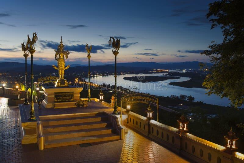 Céu crepuscular dramático bonito do crepúsculo no rio do khong de Mae em chian fotografia de stock royalty free