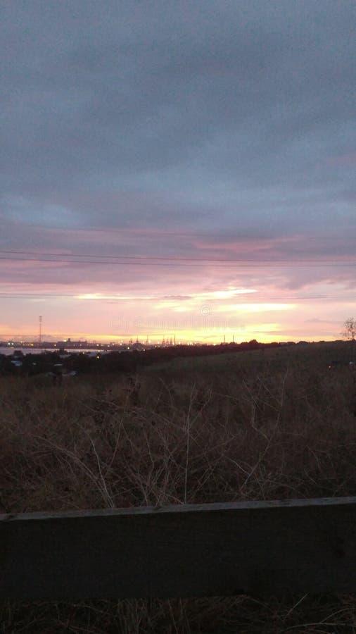 Céu da manhã sobre o porto fotos de stock royalty free
