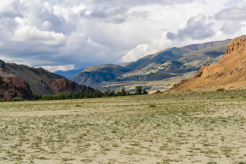 Céu da montanha do deserto do estepe fotos de stock royalty free