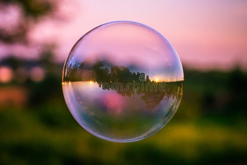 Céu da reflexão na bolha de sabão fotos de stock royalty free