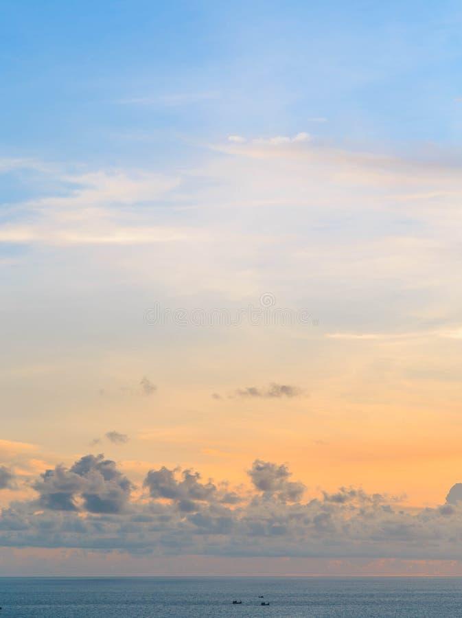 Céu de Beautyful no por do sol fotografia de stock royalty free