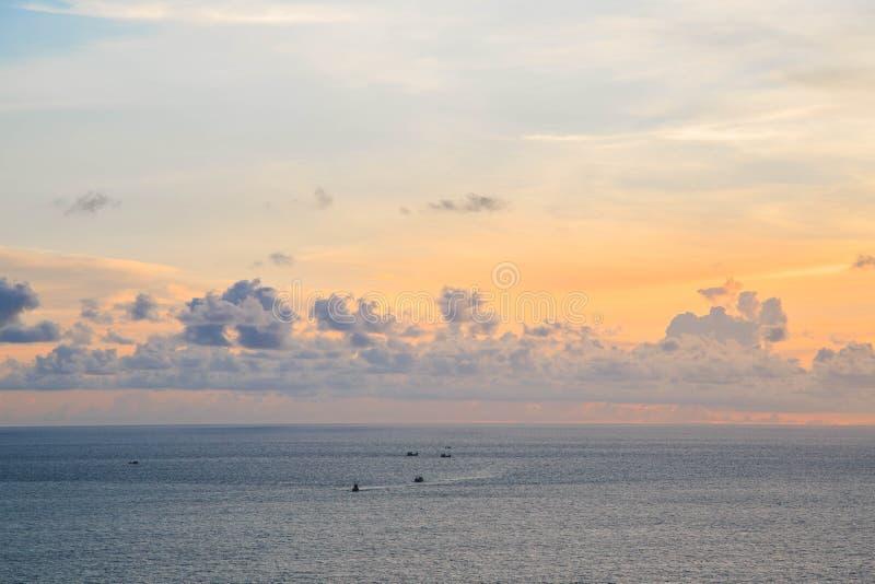 Céu de Beautyful no por do sol imagem de stock royalty free