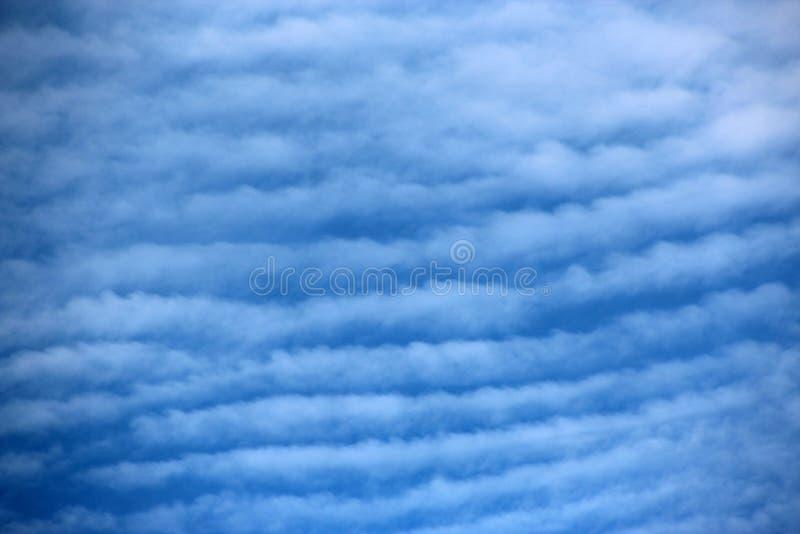 Céu de cavala das nuvens de cirro-estrato fotos de stock royalty free