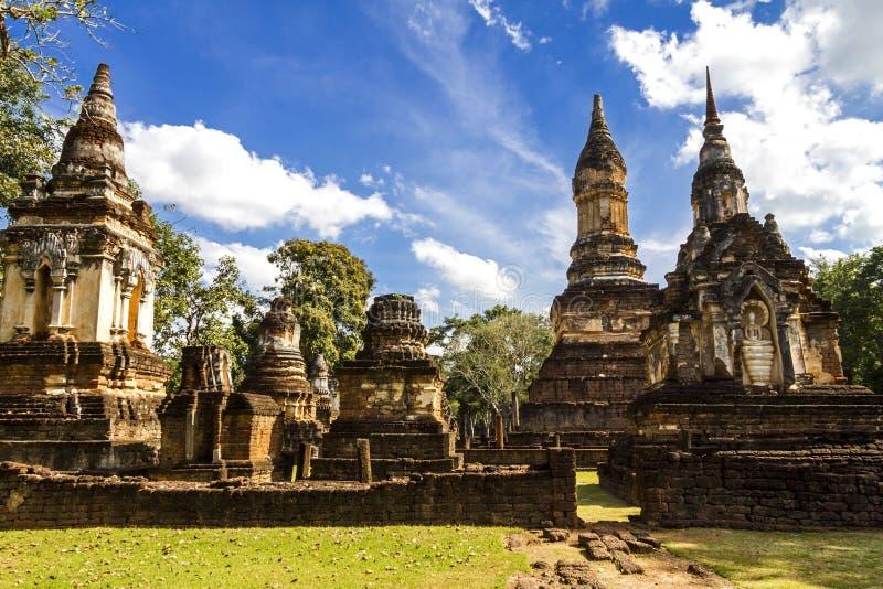Céu de Wat Chedi Chet Thaeo e da nuvem imagens de stock