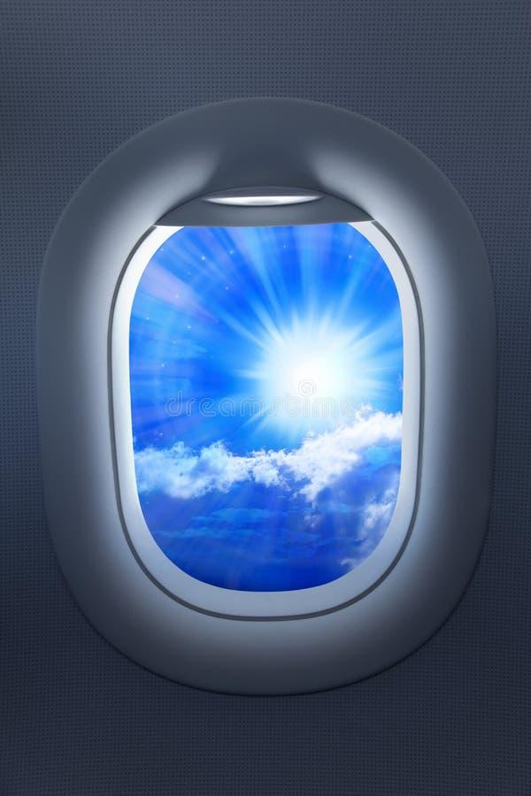 Céu do curso da janela do avião imagem de stock