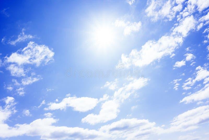 Céu do fundo do bom dia, brilhante e aura em Phuket Tailândia imagens de stock royalty free