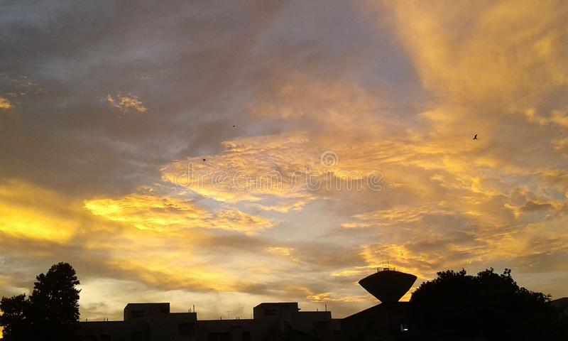 Céu dourado de Kolkata fotos de stock royalty free
