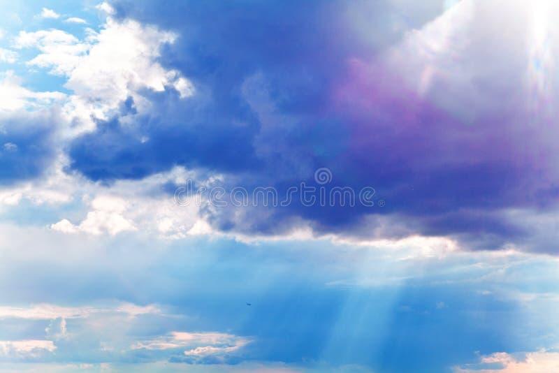 Céu dramático colorido foto de stock