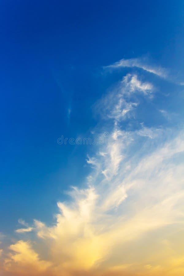 Céu dramático do por do sol foto de stock