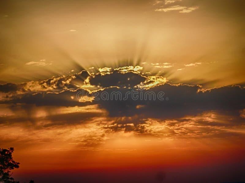 Céu dramático do por do sol imagem de stock royalty free