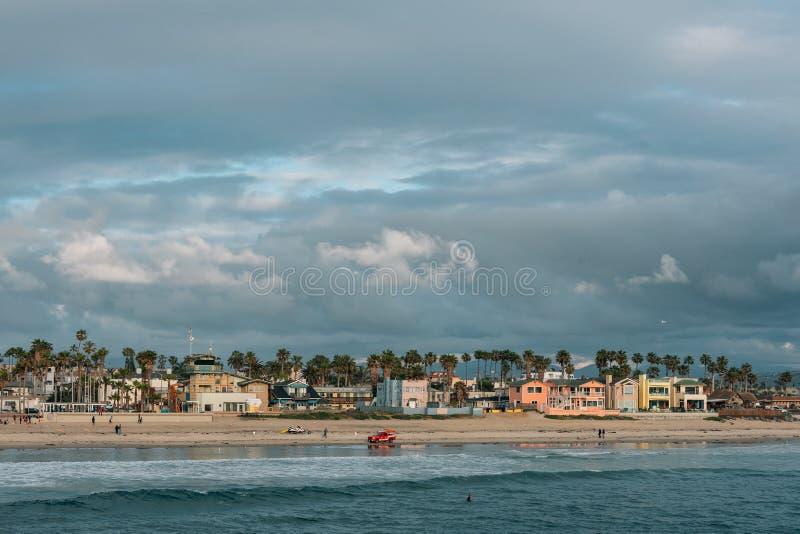 Céu dramático sobre a praia na praia imperial, perto de San Diego, Califórnia imagens de stock