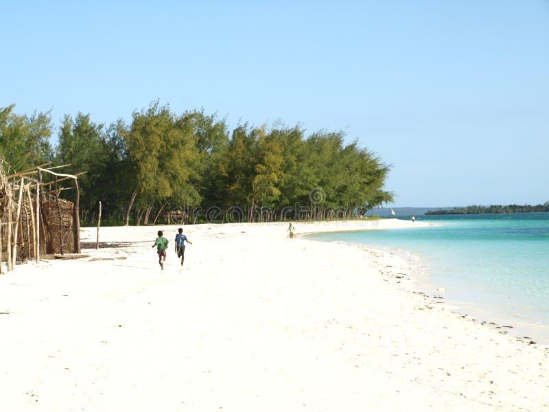 Céu e areia em Zanzibar foto de stock