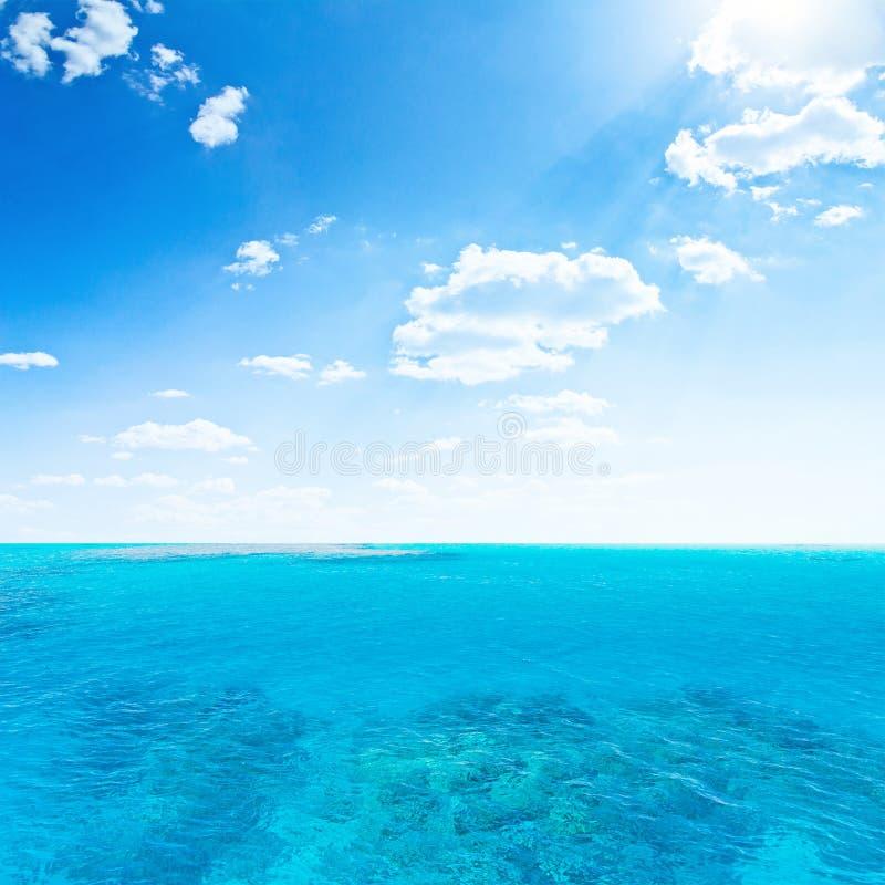Download Céu e mar imagem de stock. Imagem de água, paradise, tropical - 29846947