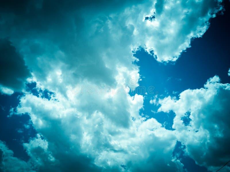 Céu e nuvens em um dia chuvoso foto de stock