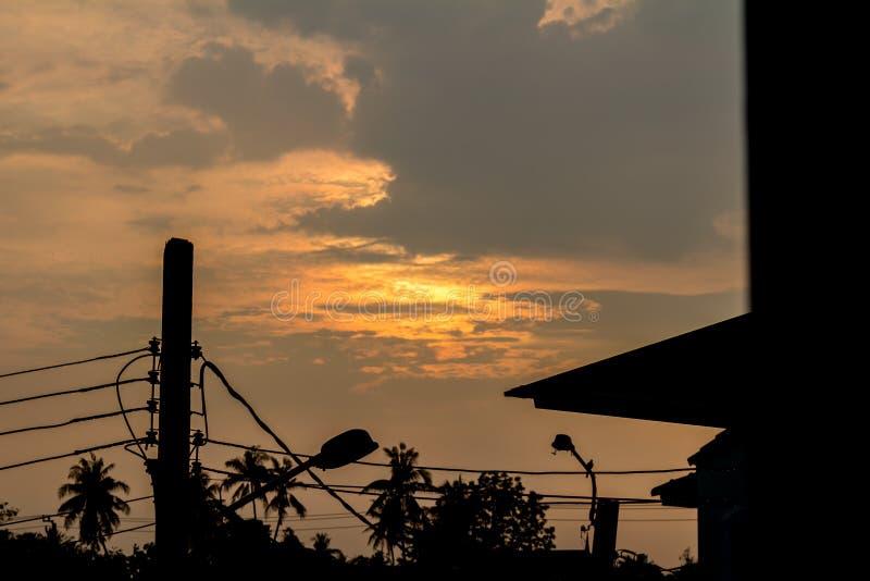 Céu e nuvens fundo da noite fotografia de stock royalty free