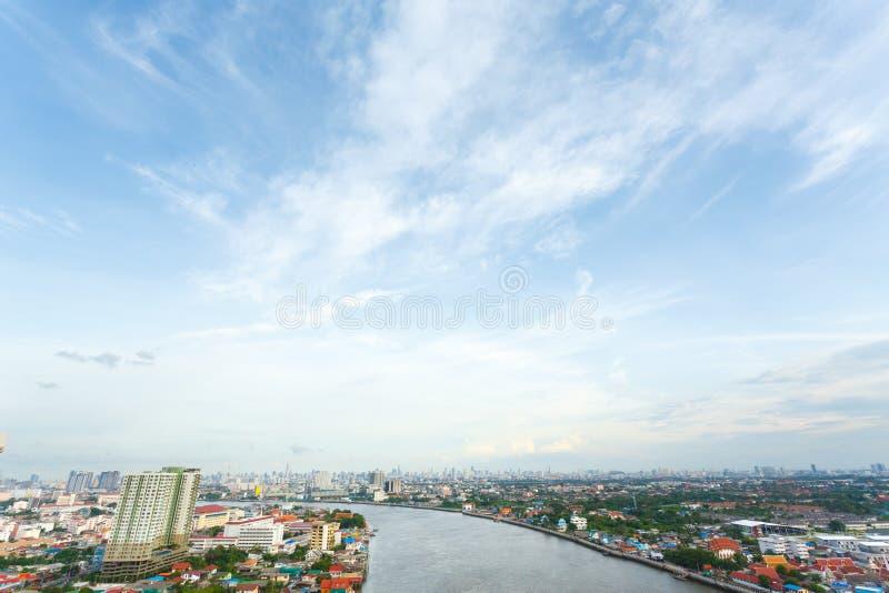 Céu e rio da metrópole da noite em Banguecoque imagem de stock royalty free