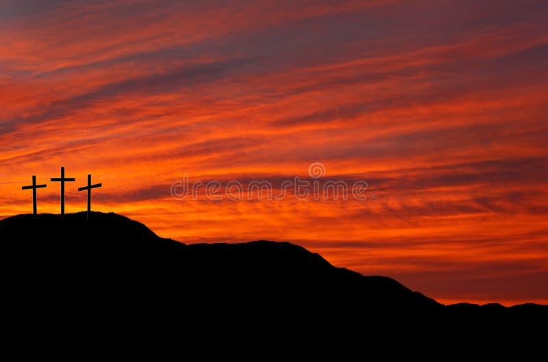 Céu com cruzes - nascer do sol de Easter, por do sol imagem de stock