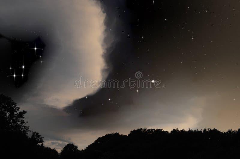 Céu estrelado atrás das nuvens foto de stock royalty free