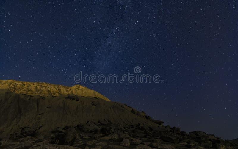 céu estrelado e leitoso no céu imagens de stock royalty free
