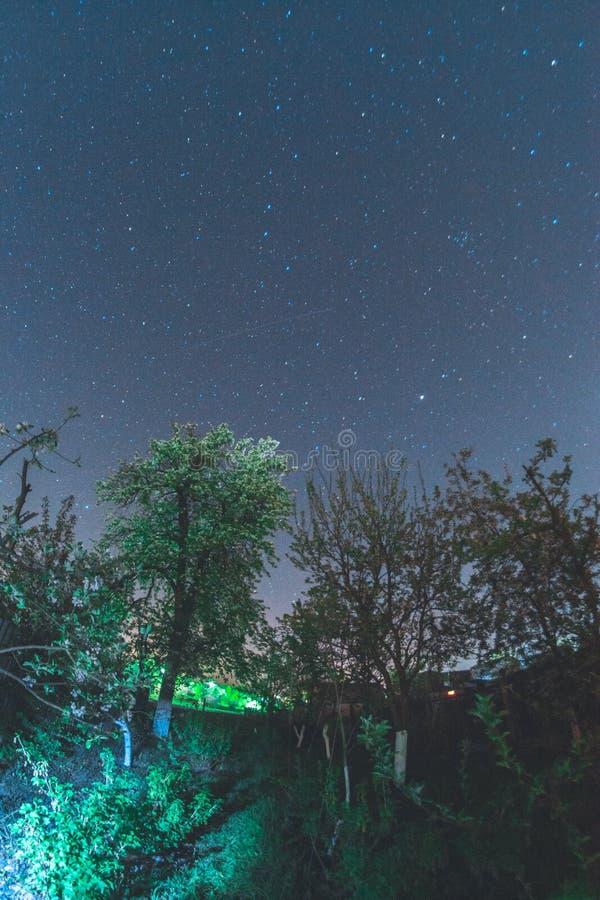 Céu estrelado na vila foto de stock royalty free