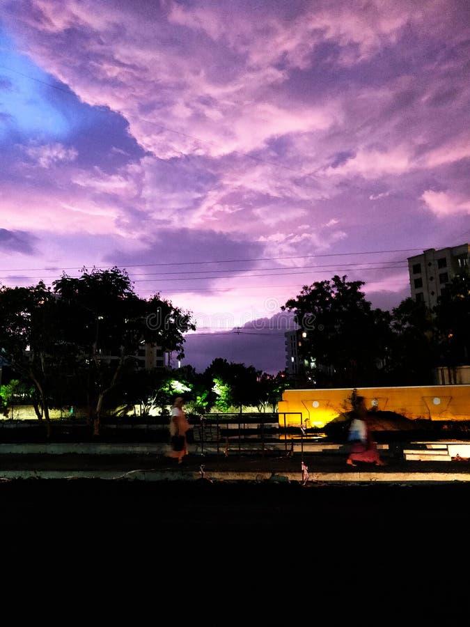 Céu na noite chuvosa imagem de stock