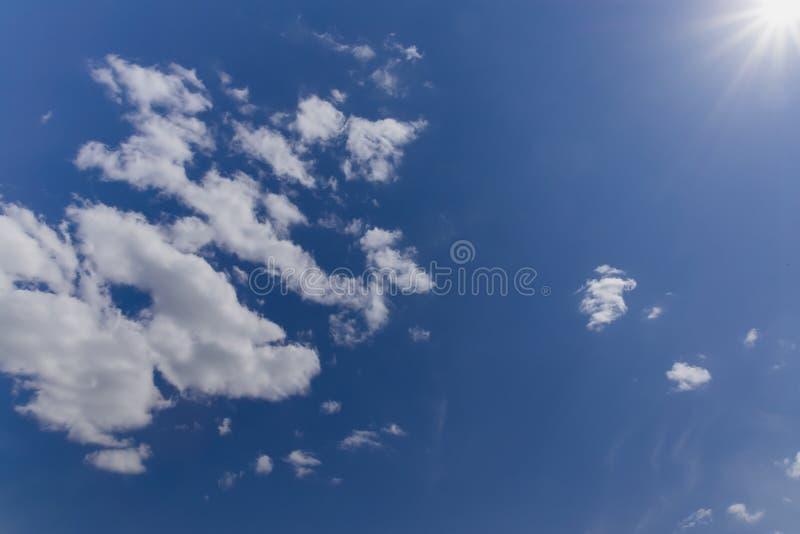 Download Céu nebuloso. imagem de stock. Imagem de nuvem, tempo - 26512315