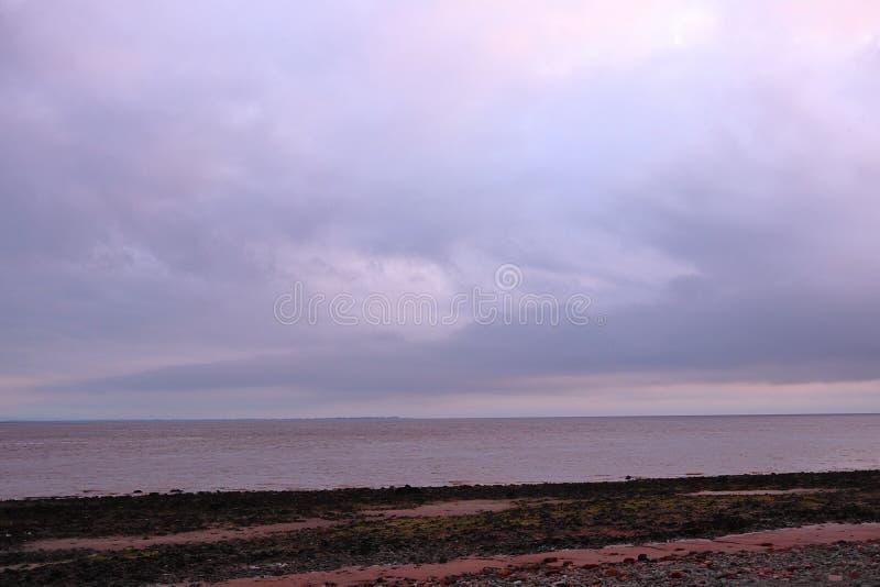 Céu nebuloso acima do delta fotografia de stock