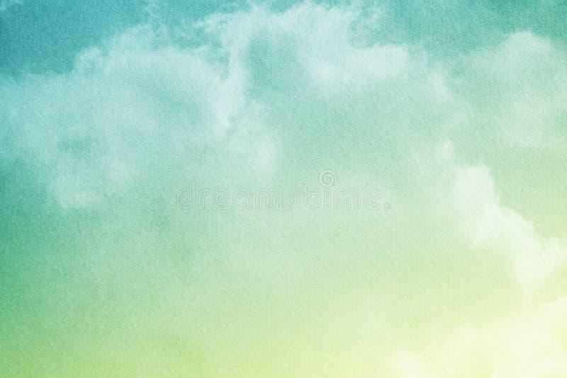 Céu nebuloso fantástico com cor pastel do inclinação com textura do papel do grunge, fundo do sumário da natureza fotos de stock