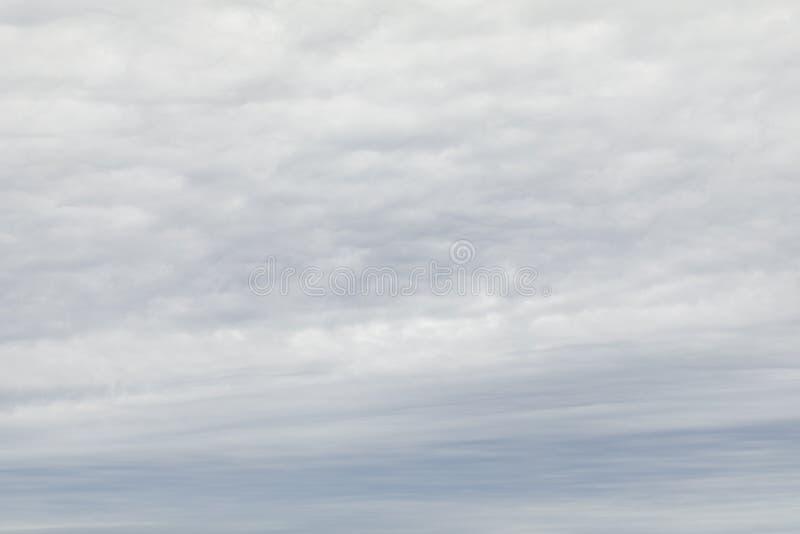 Céu nebuloso nublado imagens de stock