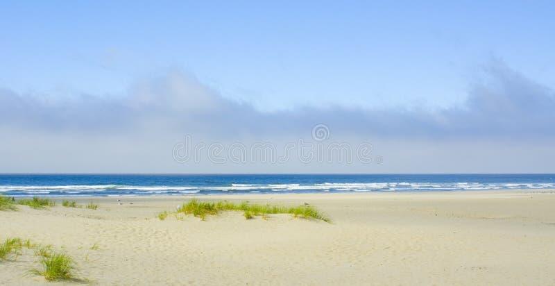 Céu nebuloso sobre o oceano imagens de stock royalty free